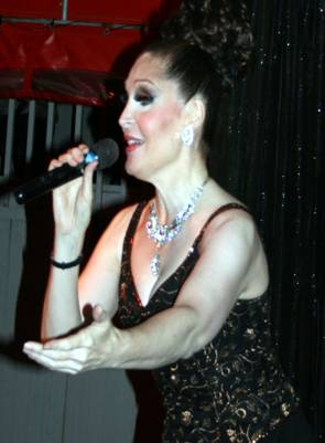 Bianca Leigh singing at Cherry's.jpg